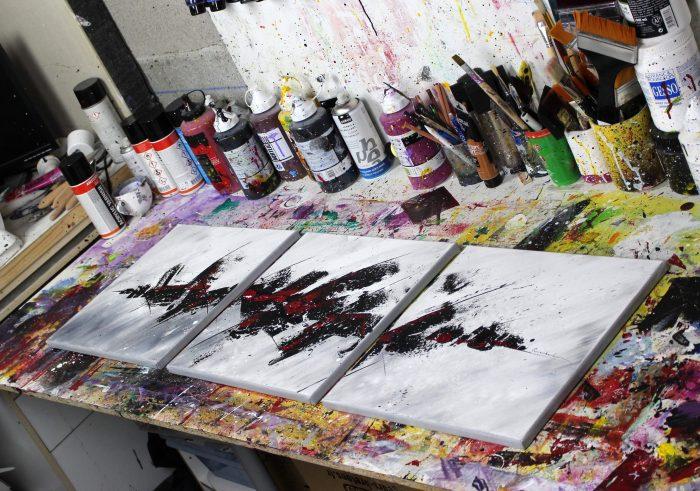 tableau rouge et noir abstrait